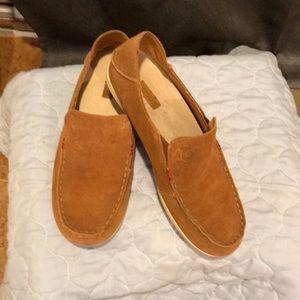 🌴EUC OluKai Nohea Suede shoe